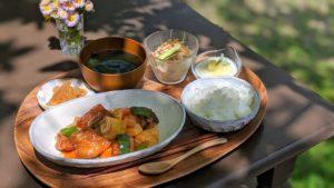 筍の酢豚とメロンシャーベットの杏仁豆腐