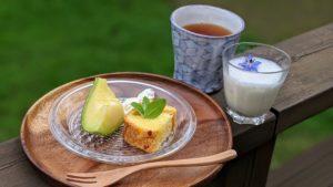甘夏のパウンドケーキと完熟メロンの豆乳スムージー